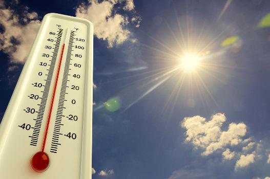 Os termômetros usam a dilatação térmica de um líquido para medir a temperatura ambiente.
