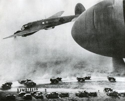 Tropas alemãs avançam pela União Soviética nos primeiros dias da Operação Barbarossa