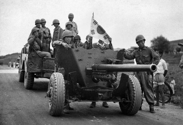 Tropas sul-coreanas em deslocamento em agosto de 1953