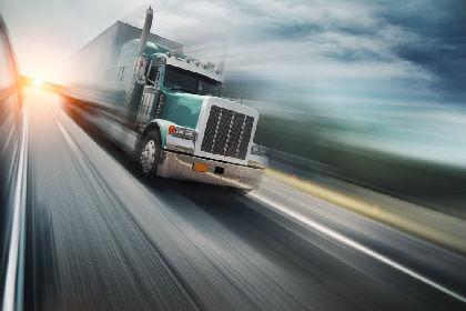 Um caminhão de 1000 kg que se move a 10 m/s tem momento linear de 10.000 kg.m/s