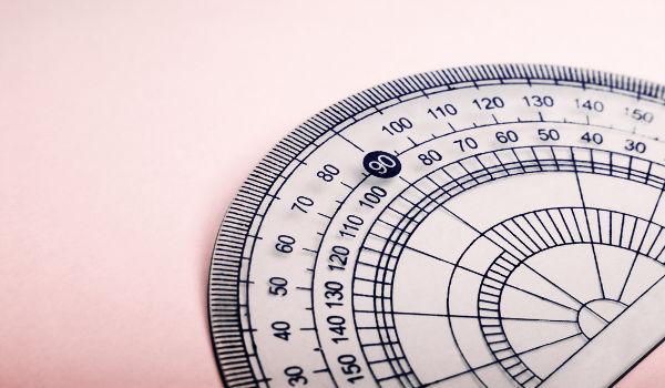 Uma volta completa no círculo trigonométrico mede 360º.