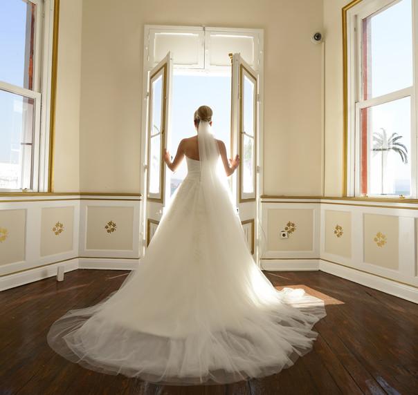 4535bfb75 Vestido branco é praticamente unanimidade entre as noivas