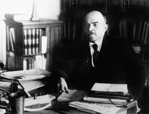 Vladimir Lenin foi o idealizador da tática do comunismo de guerra