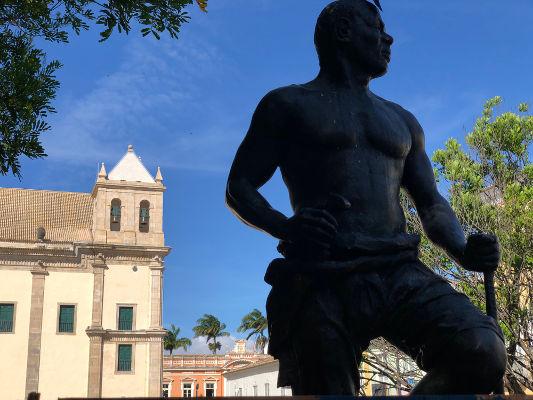 Zumbi foi um dos líderes do Quilombo dos Palmares e lutou contra as expedições portuguesas. Foi morto em uma emboscada, em 1695.*