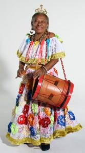 Dona Tetê (Foto retirada: http://www.cultura.gov.br/brasilidade/cacuria-de-dona-tete-ma/)