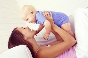 Interação afetiva entre mãe e filho, aspecto fundamental no desenvolvimento intelectual