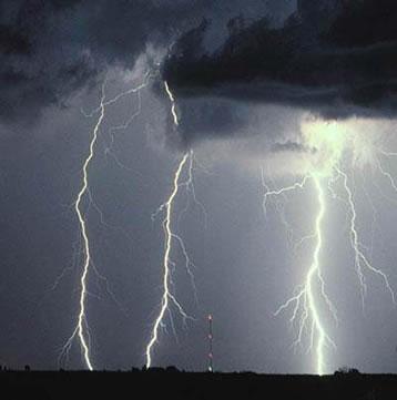Uma tempestade com descargas elétricas