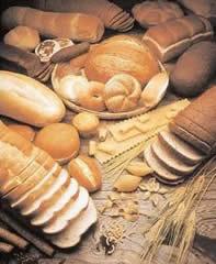 Especialistas aconselham alimentos como os carboidratos, para melhorar os sintomas da TPM