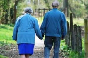 Estudos apontam que pessoas solitárias têm o dobro de risco de desenvolverem o mal de Alzheimer