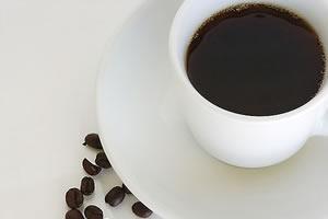 A cafeína presente na bebida estimula a atividade cerebral