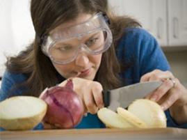 Cortar cebolas, uma situação bastante desagradável na hora de cozinhar