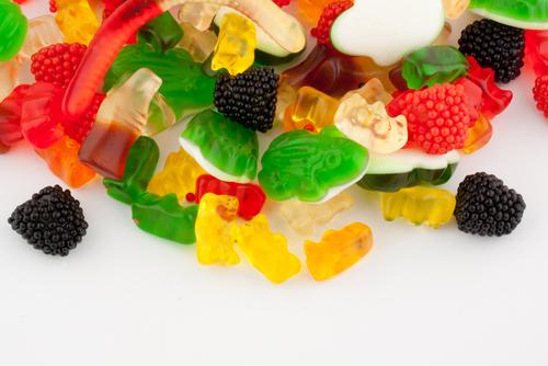 As cores e a conservação de muitos alimentos são provenientes dos aditivos