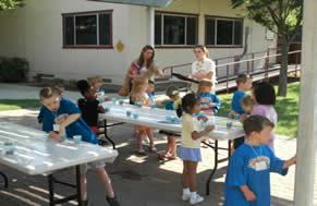 Papel da escola: estender o modo de atuação principiado na família