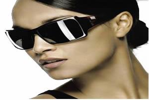 Os óculos escuros auxiliam na absorção da claridade pela retina