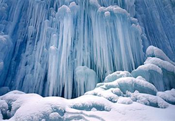 Geleiras são neve cristalizada e compacta em camadas