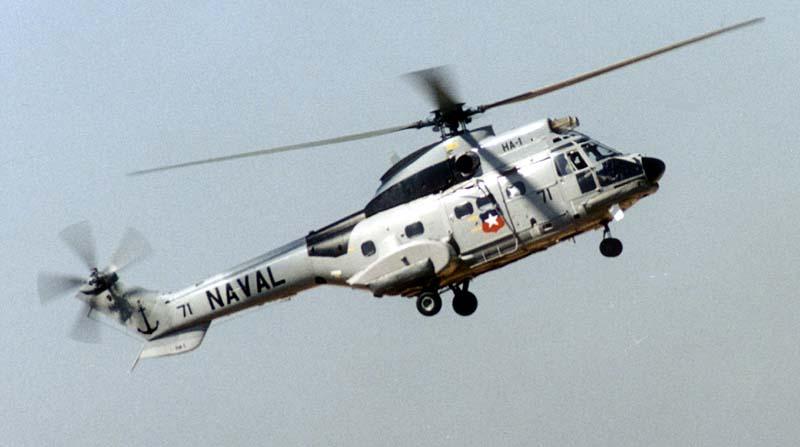 Helicóptero com uma hélice principal e uma helice lateral na cauda
