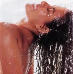 A hidratação pode ser feita em casa mesmo, após uma boa lavagem.