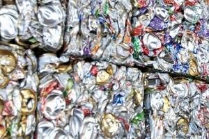 O Brasil recicla quase 100% de suas latinhas de alumínio