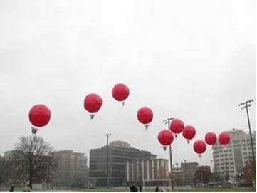Balões meteorológicos – Em altas camadas atmosféricas, a pressão deles é reduzida, expandindo o gás