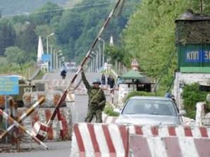 Barreira militar na região do confronto.
