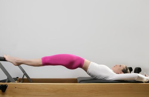 Método criado por Joseh Pilates é indicado para reabilitação física, condicionamento físico geral e bem-estar.