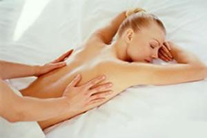 Massagens no auxílio contra a retenção de líquidos