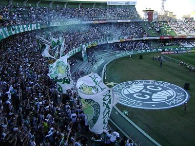 A Lei 12.299 - tem a pretensão de resolver definitivamente o problema da violência nos estádios