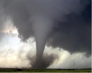 Os tornados são fenômenos  formados através da chegada de frentes frias em regiões onde o ar está mais quente e instável