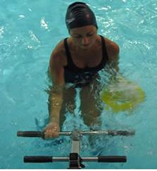 Water bike: nova modalidade que mistura técnicas da hidroginástica com diferentes equipamentos