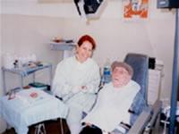 A odontogeriatria enfatica o cuidado buca da população idosa