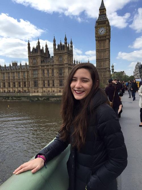 Ingrid Tremura, 15, está há um ano em Londres, no Reino Unido