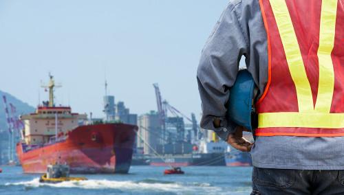 Este engenheiro realiza o projeto e acompanha a construção de navios
