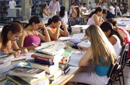 O estudo em grupo estimula o contato com outras idéias
