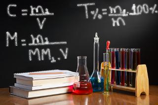 Aprenda a usar as fórmulas que calculam os diferentes tipos de concentração de soluções químicas