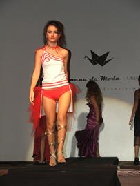 O pofissional de moda cria e desenvolve tendências de moda para definir o estilo de novas coleções