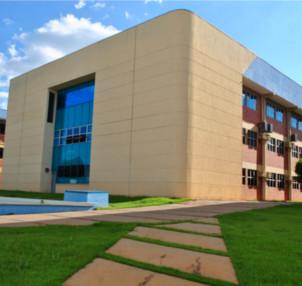 A instituição oferece 40 cursos de graduação, nas modalidades presencial e a distância.