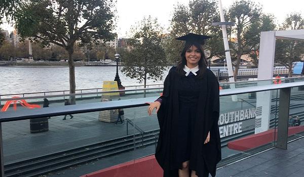 Aos 23 anos, Rafaela já é graduada e pós-graduada em áreas do Jornalismo, com bacharelado e mestrado britânicos