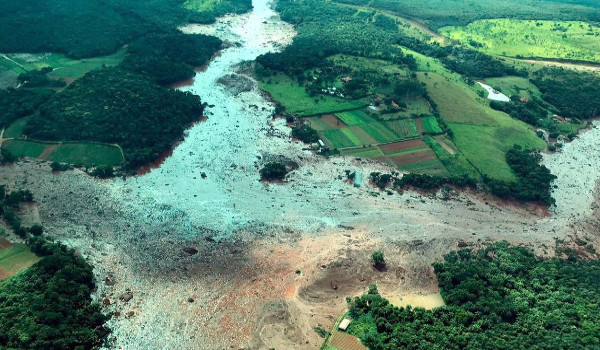 Barragem em Brumadinho-MG se rompe deixando mortos / Foto: Presidência da Republica/Divulgação