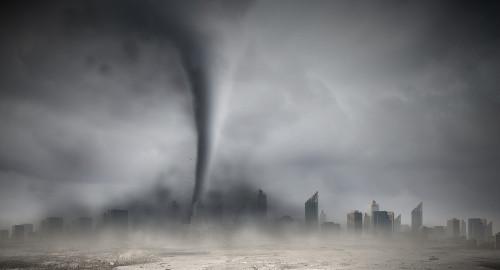 Os tornados, embora com um diâmetro pequeno, fazem muitos estragos por onde passam