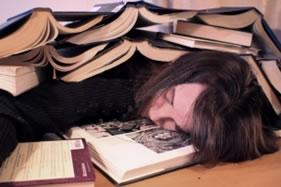 Trocar o sono pelos estudos pode ser uma armadilha contra o próprio organismo