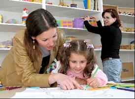 Pedagoga fazendo acompanhamento escolar