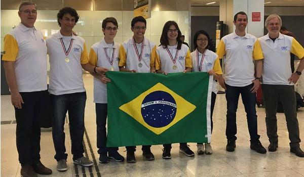 Delegação de estudantes brasileiros trouxe diversas medalhas da IX OLAA
