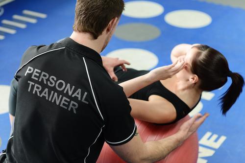 Educador físico pode atuar como personal trainer em academias
