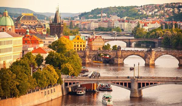 Em agosto de 1968, tropas soviéticas invadiram Praga para pôr fim às reformas que estavam em curso no país.