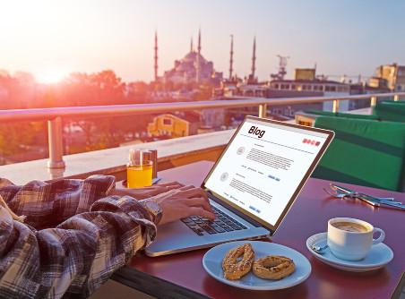 Em alguns casos, a obrigação de trabalhar pode ser associada ao prazer para quem gosta de viajar.