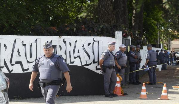 Policiais fazem perícia na Escola Raul Brasil, em Suzano. Créditos: Rovena Rosa/Agência Brasil