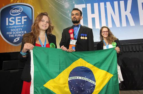 Estudantes brasileiros conquistaram prêmios no EUA por projetos que beneficiam a sociedade