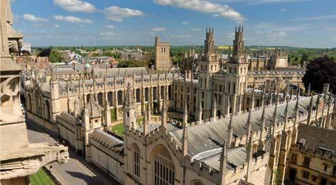 Oxbridge refere-se às universidades de Oxford e Cambridge, as mais famosas e renomadas instituições de ensino da Inglaterra