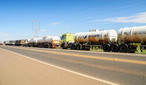 Greve dos Caminhoneiros afetou a distribuição de combustíveis no país - Crédito: Vinícius Bacarin/Shutterstock
