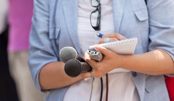 Jornalistas podem trabalhar com TV, internet, rádio e mídias impressas